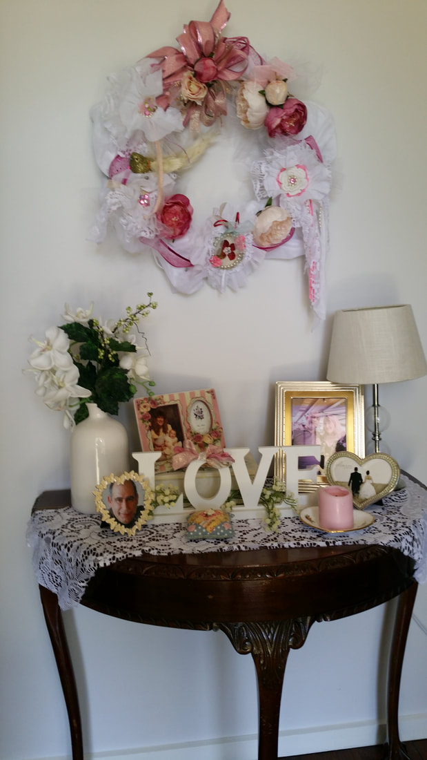 Romantic Valentine decorations for hallway